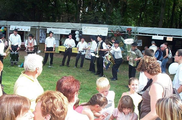 La musique fil conducteur de la fête de la Poya/ la fanfare roumaine